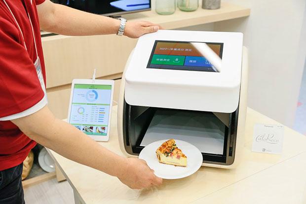 Panasonic представил концептуальный автомобиль устройства CaloRieco, бесконтактно измеряющего калорийность пищи