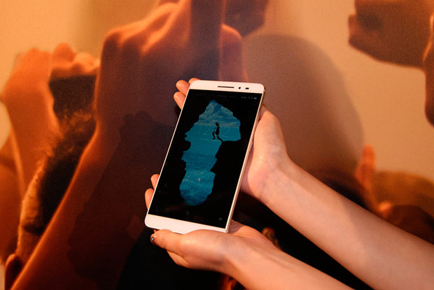 Представлены еще два планшетофона Lenovo PHAB2