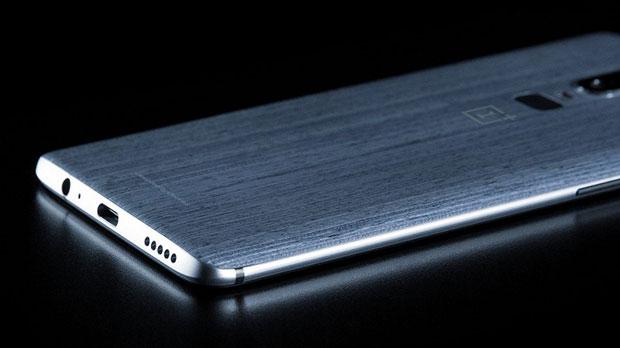 Смартфон OnePlus 6 показался без железного корпуса наинсайдерских фото