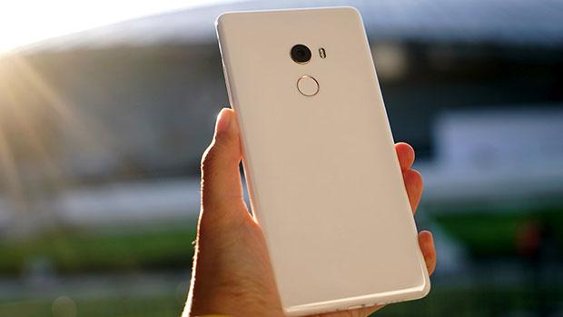 Xiaomi запустила в продажу потрясающую модель безрамочного Mi MIX 2