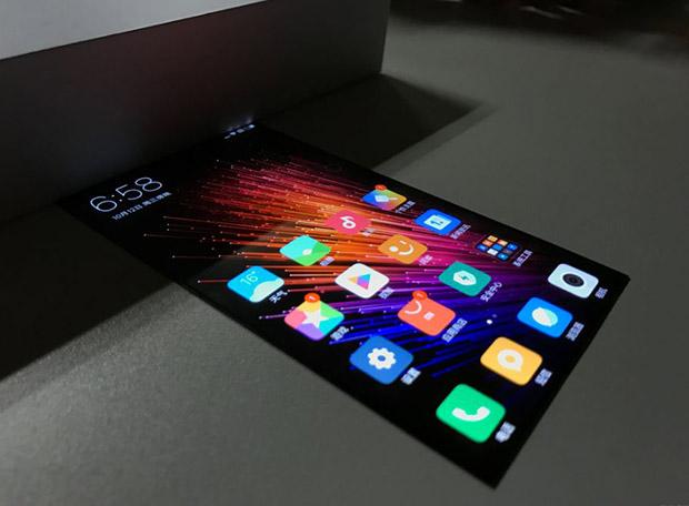 Xiaomi показала гнущийся смартфон