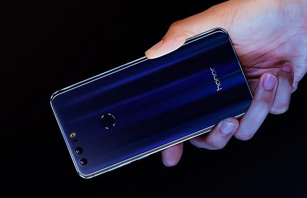 Huawei представила Android-смартфон Honor 8 сдвойной тыльной камерой