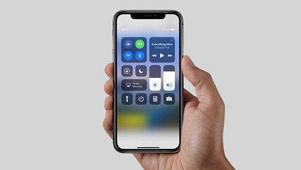 Apple попросила клиентов iPhone X в РФ прийти вмагазины пораньше