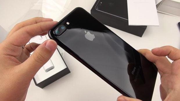 Apple выпустила черные глянцевые iPhone 7 и iPhone 7 Plus с 32 ГБ памя