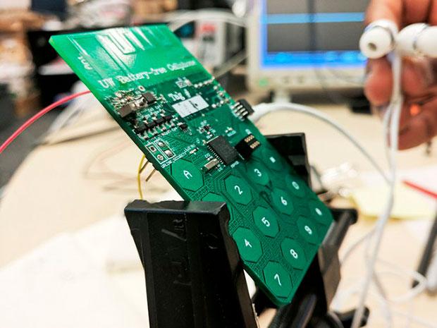 Создан 1-ый  вмире смартфон, работающий без аккумулятора