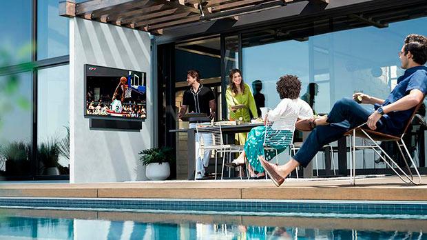 Samsung выпустила линейку уличных телевизоров Terrace, которые не боят