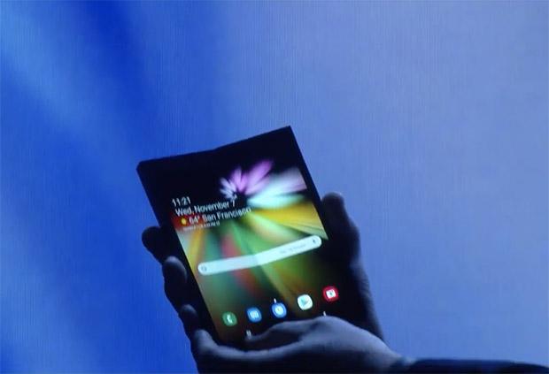 Samsung показала прототип складного смартфона с гибким экраном